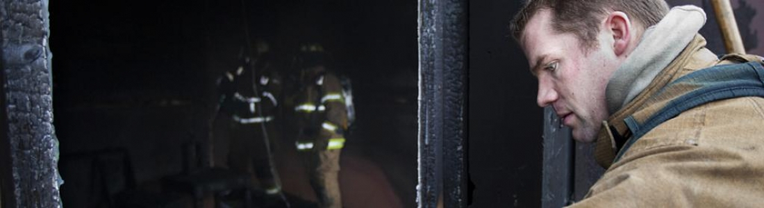 Student in a firefighting exercise